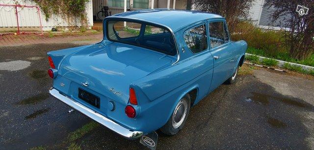 Ford Anglia 4