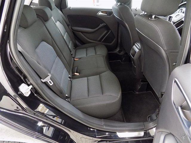 Mercedes-Benz B 9