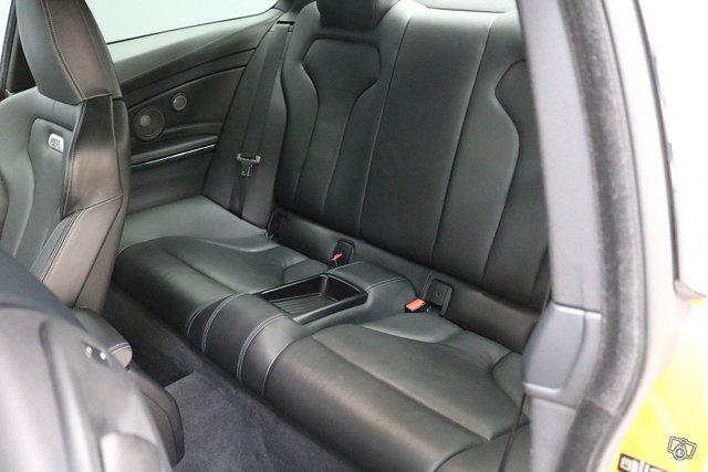 BMW M4 8