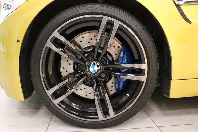 BMW M4 15