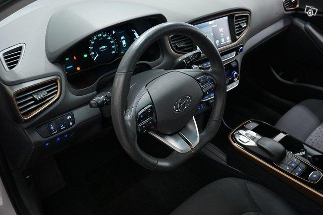 Hyundai Ioniq Electric 13