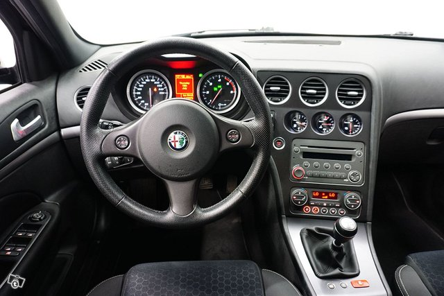 Alfa Romeo 159 13