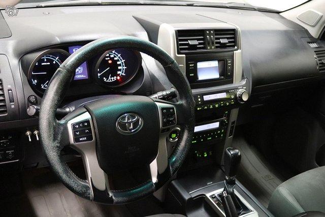 Toyota Land Cruiser 8
