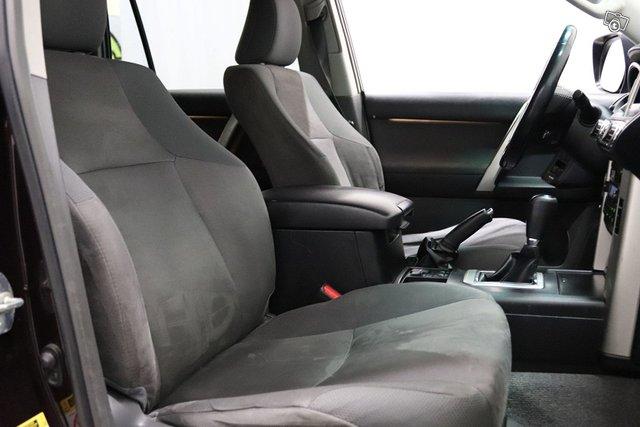 Toyota Land Cruiser 11