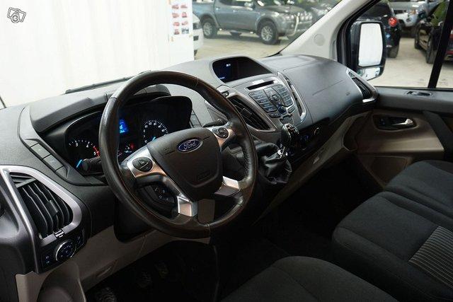 Ford Tourneo Custom 9