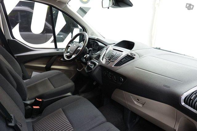Ford Tourneo Custom 16