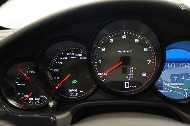 Porsche Panamera 12