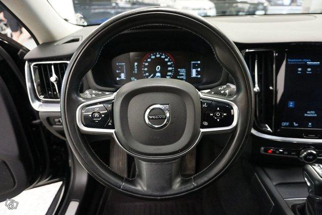 Volvo V60 Cross Country 24