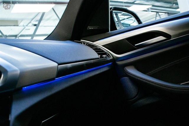 BMW IX3 12
