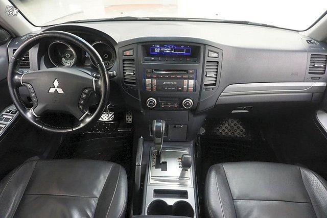 Mitsubishi Pajero 14