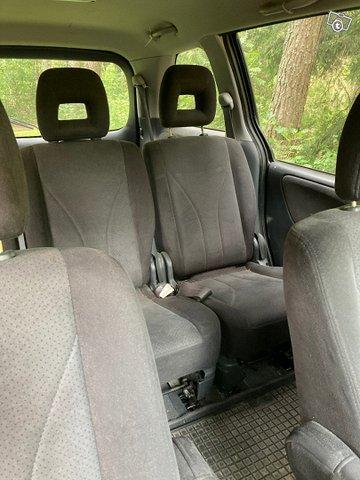 Mazda MPV 2