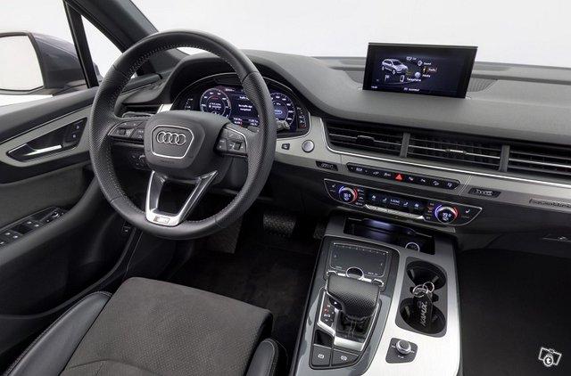 Audi Q7 11