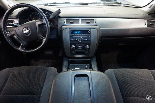 Chevrolet SUBURBAN 7
