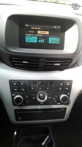 Nissan Almera Tino 5