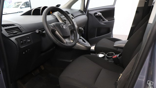 Toyota Verso 14