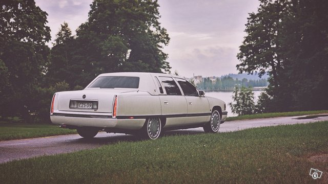 Cadillac De Ville 11