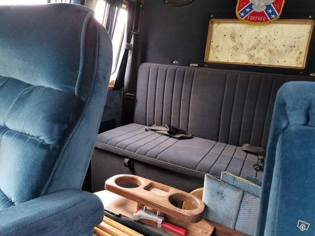 Chevrolet Van 1