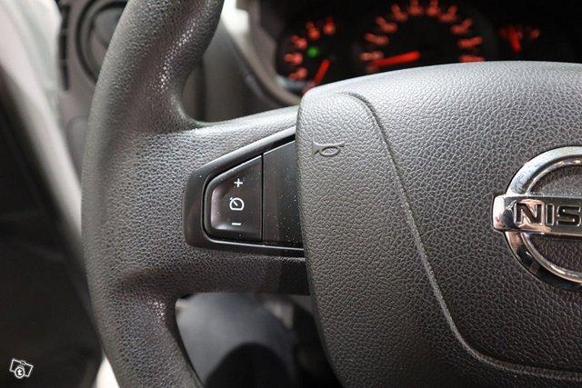 Nissan NV400 10