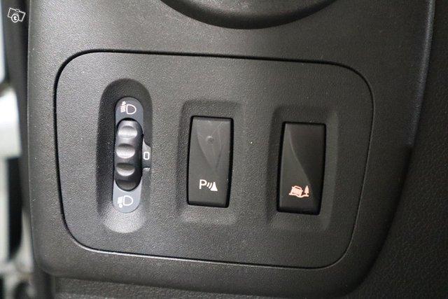 Nissan NV400 17