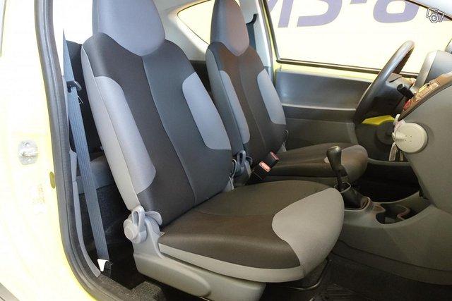 Peugeot 107 11