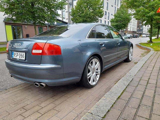 Audi S8 4