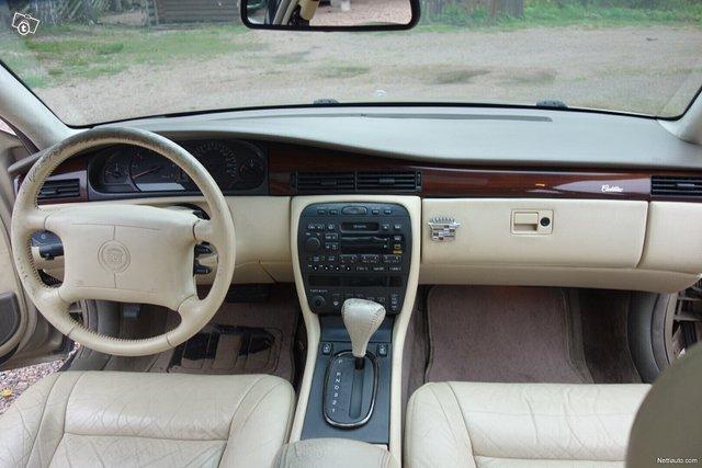 Cadillac Seville 11