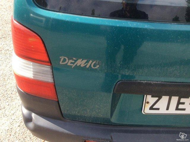Mazda Demio 9