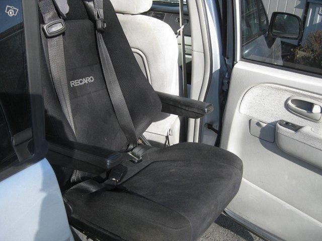 Hyundai Trajet 8