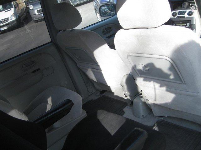 Hyundai Trajet 10