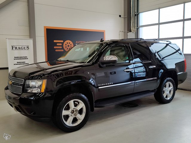 Chevrolet Suburban 2