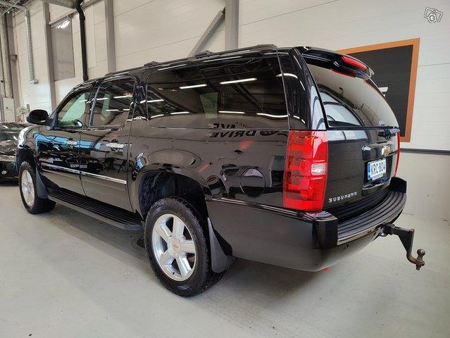 Chevrolet Suburban 4