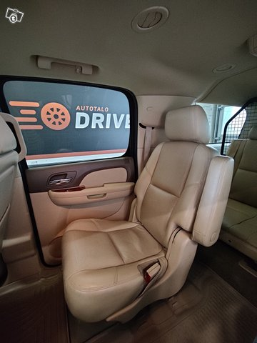 Chevrolet Suburban 14