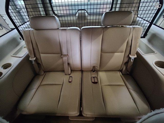 Chevrolet Suburban 15