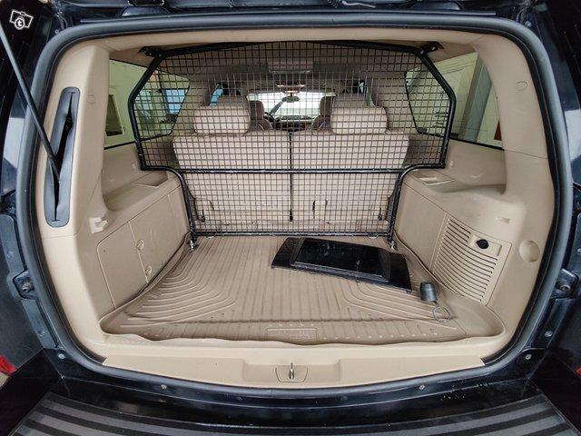 Chevrolet Suburban 16