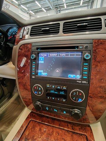 Chevrolet Suburban 18