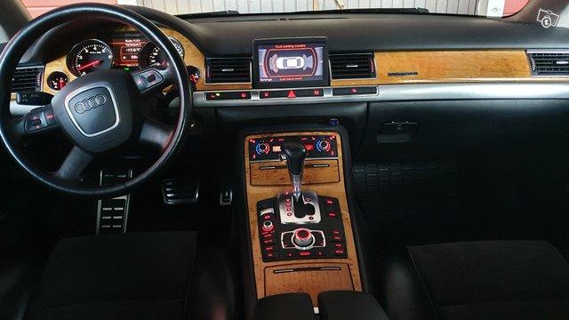 Audi A8 10