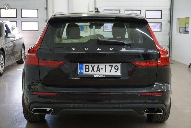 Volvo V60 Cross Country 5