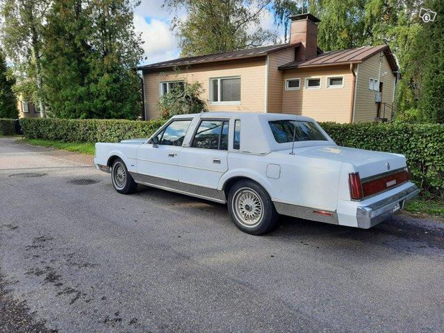 Lincoln Town Car 1