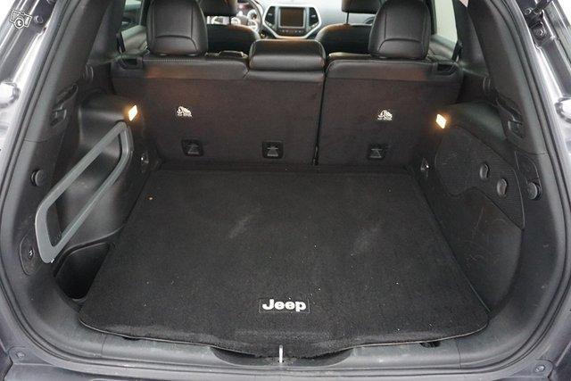 Jeep Cherokee 17