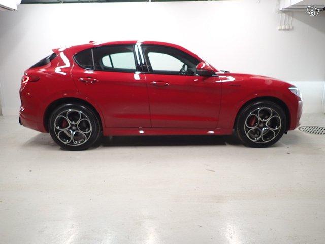Alfa Romeo Stelvio 7