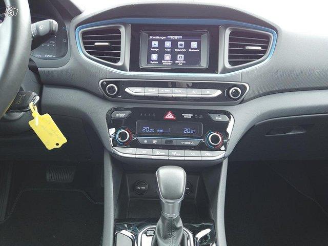 Hyundai Ioniq Plug-In 17