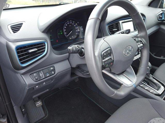Hyundai Ioniq Plug-In 19