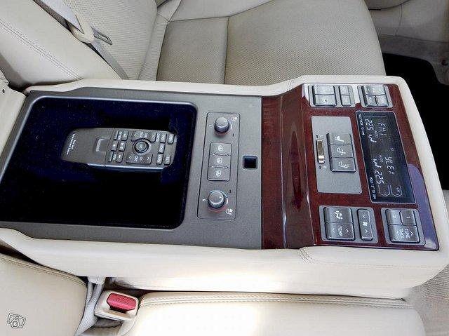 Lexus LS 19