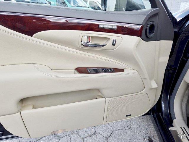 Lexus LS 23