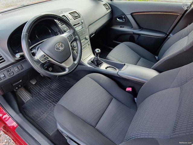 Toyota Avensis 19
