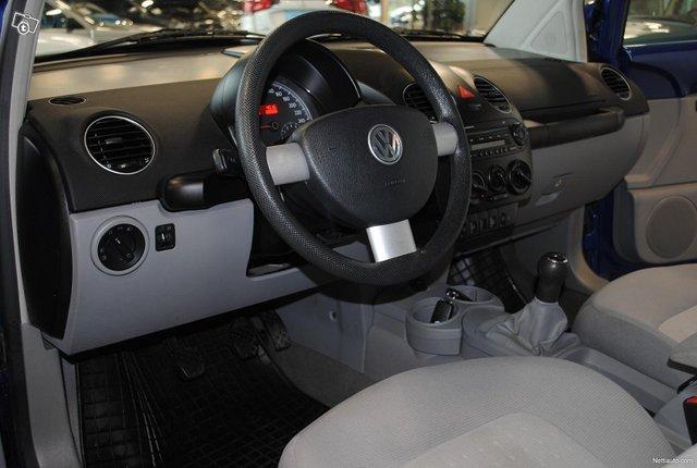 Volkswagen New Beetle 8