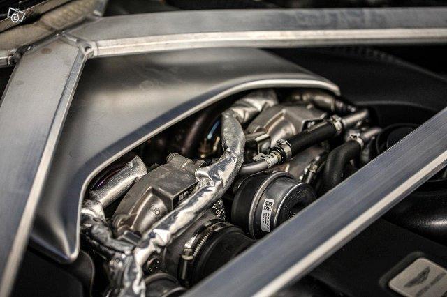 Aston Martin V8 Vantage 16