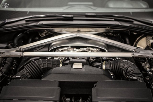 Aston Martin V8 Vantage 17