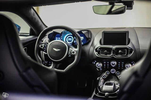 Aston Martin V8 Vantage 18