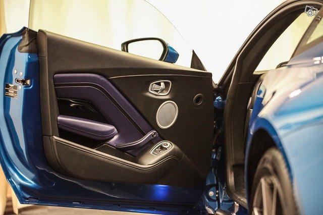 Aston Martin V8 Vantage 19